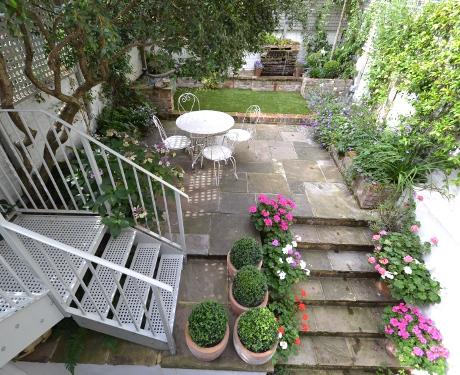 taman asri rumah minimalis